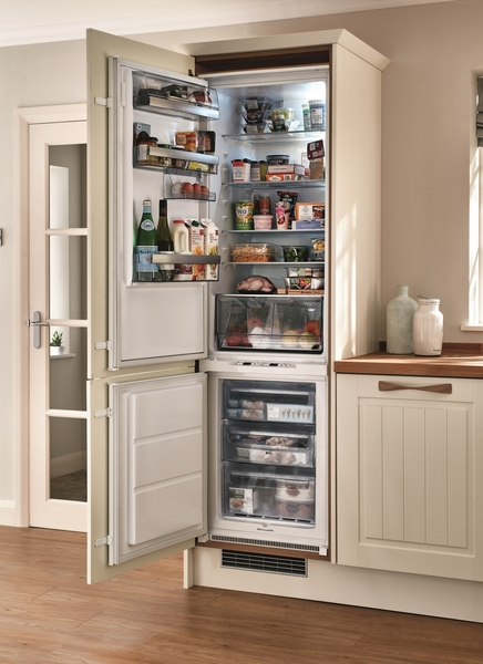 AEG integrated 70/30 frost free fridge freezer