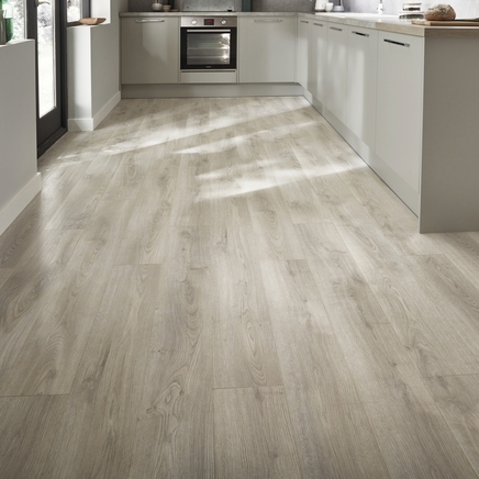 Professional V Groove White Washed Oak Laminate Flooring Howdens