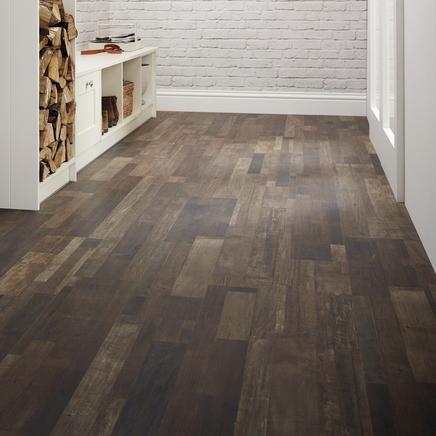 Professional dark brown oak laminate flooring howdens for Dark brown laminate wood flooring