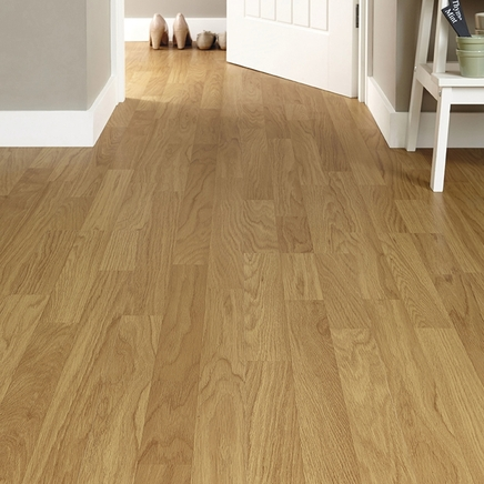 3 Strip Oak Laminate Howdens Flooring Howdens Laminate
