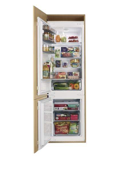 Lamona Integrated Fridge Freezer 70 30 Howdens Joinery
