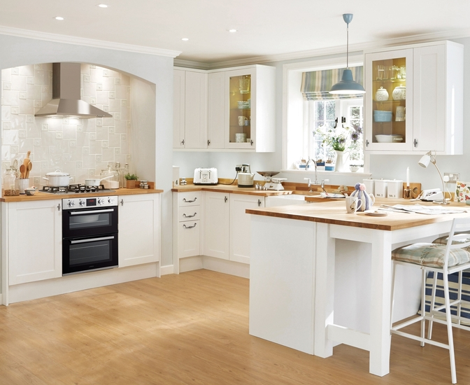 Greenwich shaker white kitchen shaker kitchens howdens for Kitchen cabinets 600mm