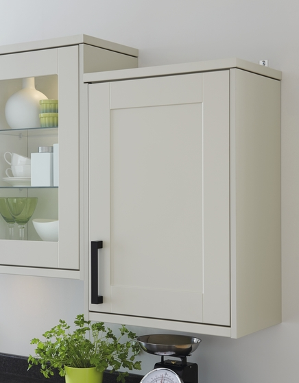 Contrasting Black handles are easier for anyone with poor eyesight.