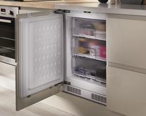 Built-under fridges & freezers
