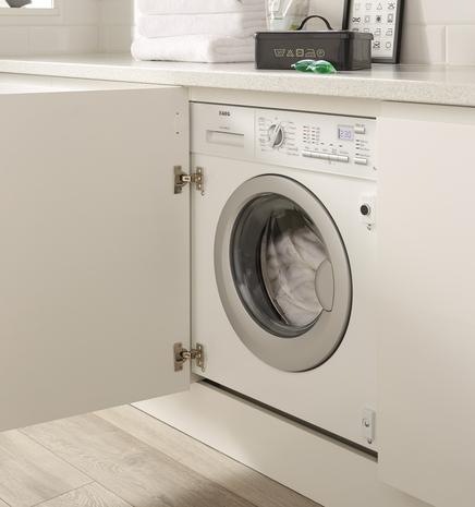 AEG 1400rpm integrated washing machine