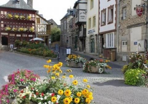 La Petite Longere, an easy drive to several medieval market towns