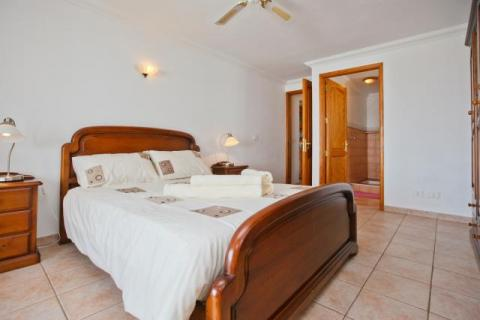 Double bedroom with en suite at Villa Antonio