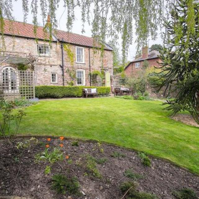 Garden Cottage, Richmond, Yorkshire - faces south over private, enclosed garden. Sleeps 6. No extra charge for 1 or 2 dogs.
