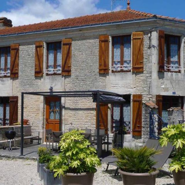 Le Vieux Café Holiday Home in Lairoux, Vendee