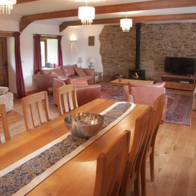 Spacious lounge and dining area with large farmhouse style table and plenty of room for a large group of up to 8.