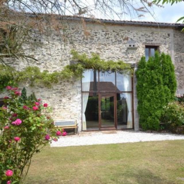 Front view of La Grange Souris