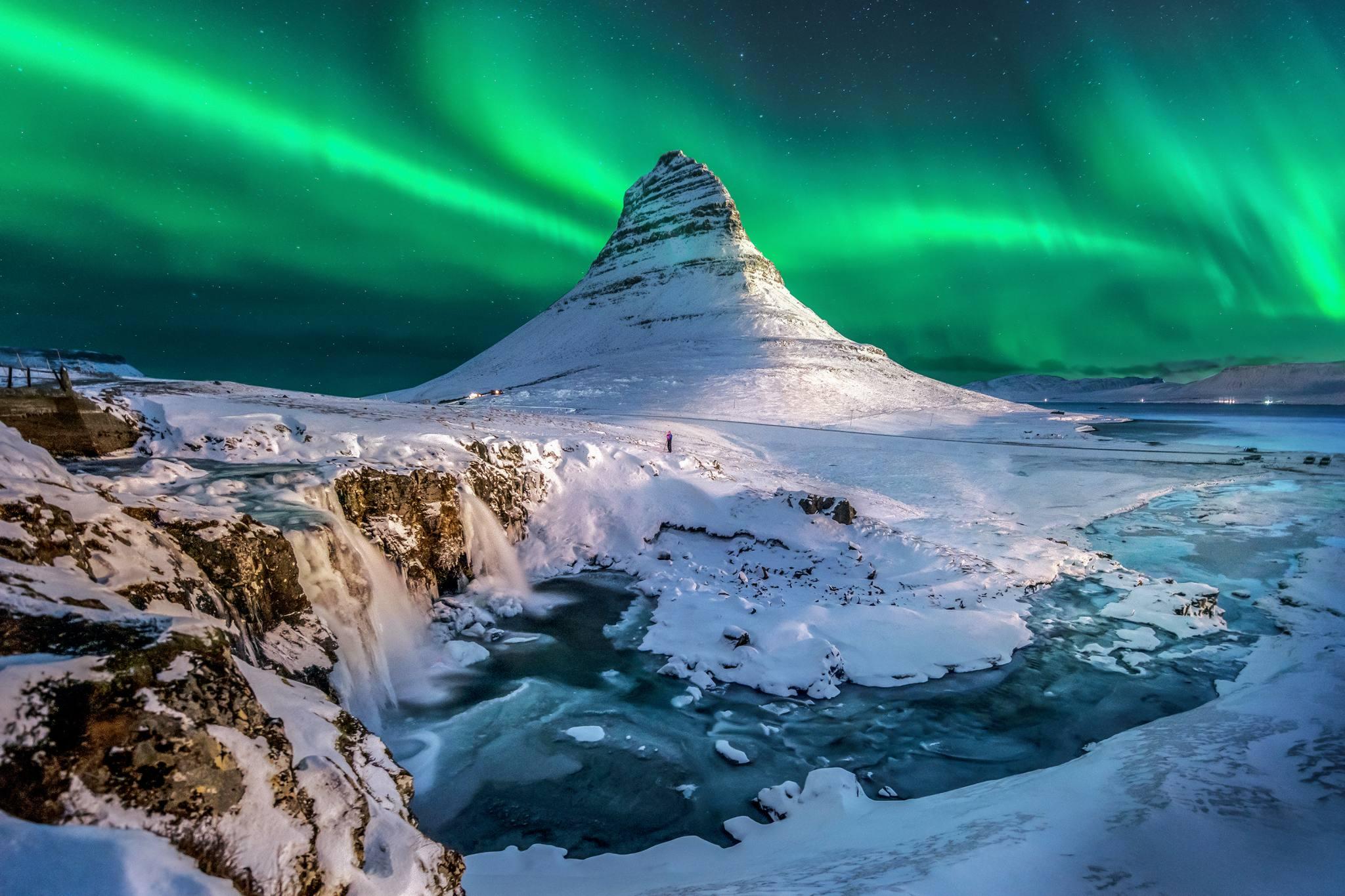 kirkjufell northern lights iceland