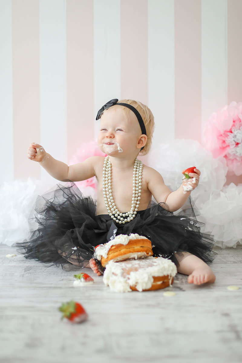 pearl necklace cake smash photography