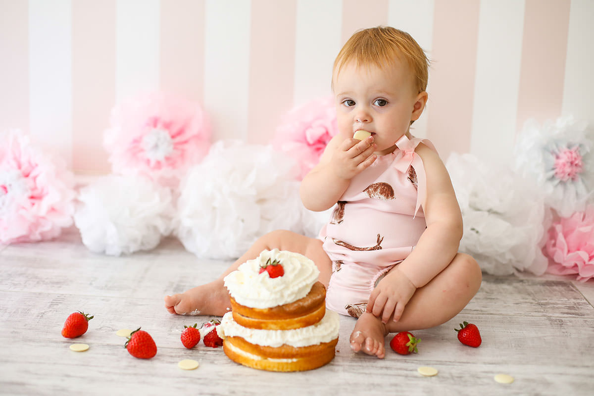 little girl in pink cake smash photo shoot