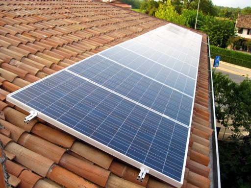 Fissaggio pannelli solari sul tetto - Idee Green