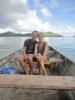 Met een bootje op weg naar The Blue Lagoon (en op de achtergrond donkergrijze wolken!)