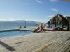 Het zwembad op Bounty island op Fiji - en ja... we houden onze (bier)buiken in! :-)