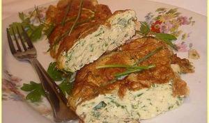 Omelette roulée aux fines herbes fraîches.