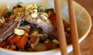 Wok de boeuf, légumes et croustillant de chips