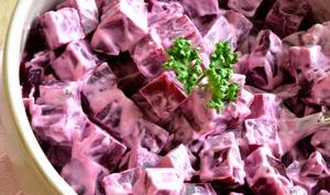 Betterave en salade, sauce crémeuse au roquefort