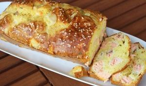 Délicieux cake au saumon et aux graines de sésame