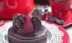 Tarte amandine chocolat et poires pochées à la framboise