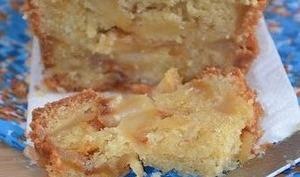 Gâteau aux pommes caramélisées et amandes