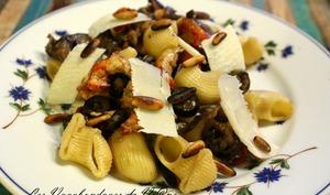 Salade de pâtes aux aubergines et aux écrevisses
