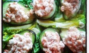 Avocats aux crevettes , sauce à l'estragon