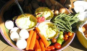 Grand aïlloli provençal à la morue et légumes nouveaux, sauces