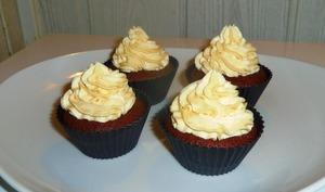 Cupcakes chocolat et crème mascarpone au caramel beurre salé