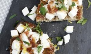 Bruschette à la mozzarella et vinaigrette aux fruits rouges