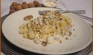 Tagliatelles, sauce au bleu d'Auvergne et noix.