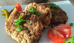 Les croquettes de poisson et leur salade de concombre à la thaïlandaise
