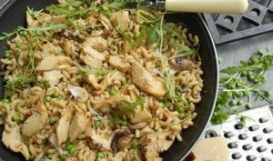 Coquillettes façon risotto aux artichauts, petits pois et champignons