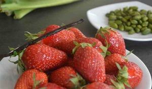 Millefeuille pistache, rhubarbe et fraise