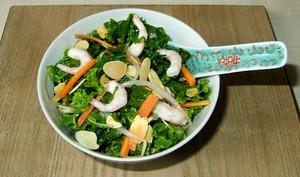 Salade asiatique au kale et aux crevettes