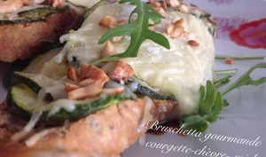 Bruschetta gourmande courgette-chèvre-miel