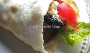 Sandwich libanais aux falafels, homos, aubergines