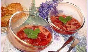 Fraises poêlées au Jurançon et au miel de lavande
