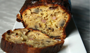 Cake lardons, champignons, cantal, oignons, noix