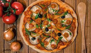 Pizza aux légumes et à l'arrabiatta