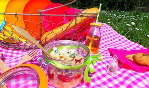 Salade de pâtes aux tomates confites, crumble de roquefort et 4 épices