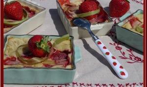 Clafoutis au yaourt fraise et rhubarbe