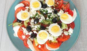 Salade composée de tomates mozzarella et feta