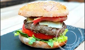 Burger au bœuf, jambon cru et ossau iraty