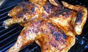 Poulet mariné, cuit au beurre, au barbecue - frango churrasco