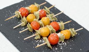 Minis brochettes de ravioles aux tomates cerises