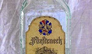 Kirsch, liqueur aux noyaux de cerises