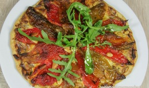 Tarte fine aux poivrons grillés, ricotta cébettes et basilic